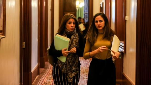 Adriana Lastra e Ione Belarra en los pasillos del congreso