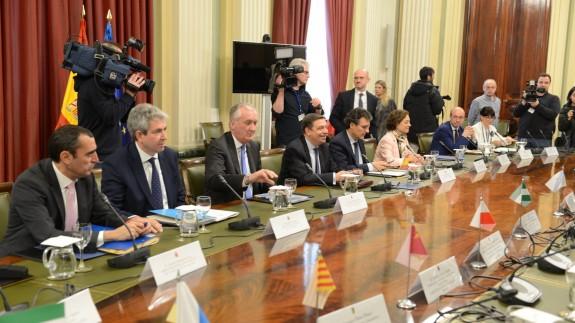Reunión entre el ministro y los consejeros en Madrid.