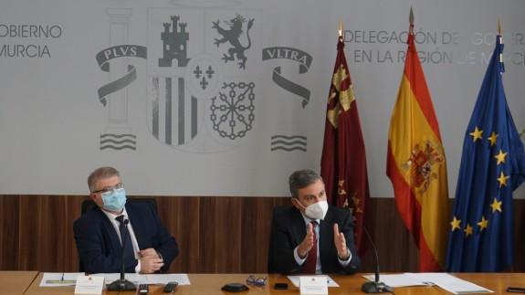 Pedro Saura junto a José Vélez en rueda de prensa.