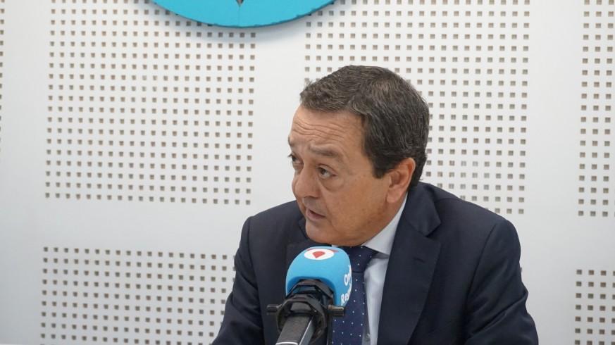 José Mª Albarracín en los estudios de Onda Regional