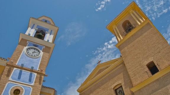 A la izquierda de la imagen, la torre del reloj de Mula