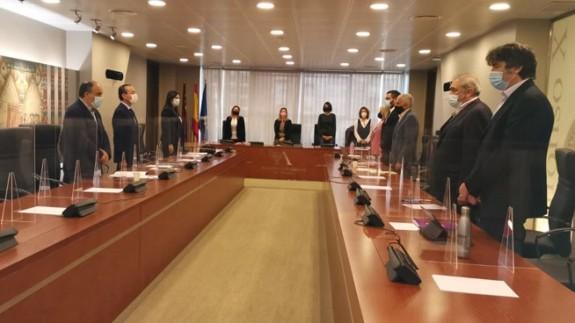 Minuto de silencio por las víctimas del coronavirus en la Comisión