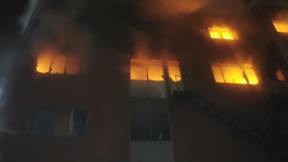 incendio de la nave industrial abandonada en Badalona