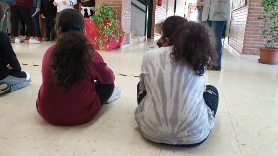 Dos alumnas con mascarilla en un centro educativo (archivo). ORM