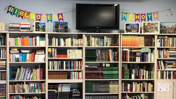 MIRANDO AL MAR. La Biblioteca Rural de Mahoya abre las puertas a sus vecinos