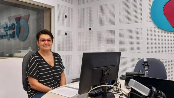 Clara Alarcón en los estudios de Onda Regional en Murcia