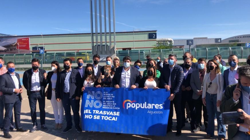 López Miras junto a otros miembros del PP que se han desplazado a Madrid.