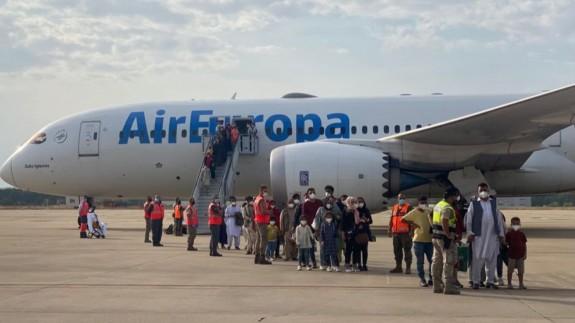 Llegada a la Base de Torrejón de personas evacuadas desde Afganistán, el 25 de agosto. DEFENSA