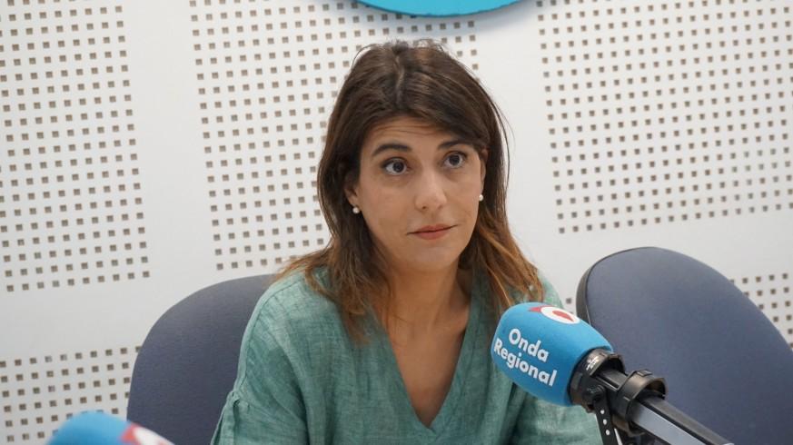Iris Garrido en los estudios de Onda Regional