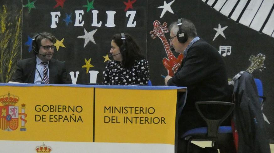 Jesús Hernández, director del Centro Penitenciario, con Marta Ferrero y Miguel Massotti