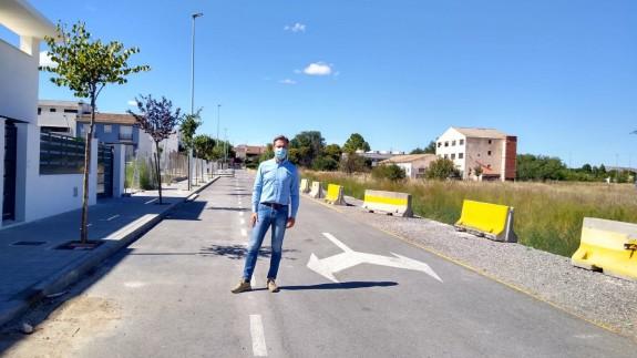 Marcos Ortuño en la calle de Yecla que se ha dedicado a Sor Concepción