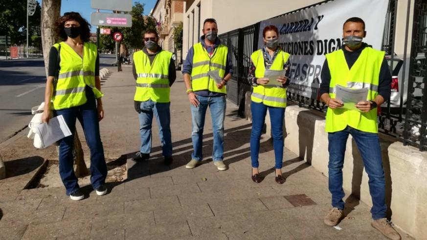 Imagen de los militares congregados en Murcia frente a la Delegación. Foto: Carina Navarro.