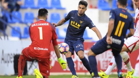 Gazzaniga fue el mejor del partido (foto: La Liga 123)