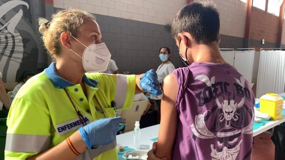 Los jóvenes de entre 12 y 20 años comienzan a vacunarse en Los Alcázares