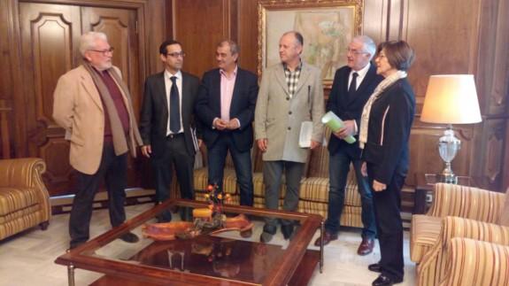 Reunión de los miembros de Pluralia con Rosa Peñalver
