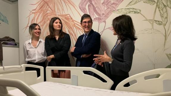 Manuel Villegas visita las salas de braquiterapia del hospital Virgen de la Arrixaca