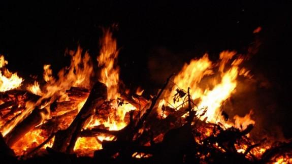 Imagen de archivo de una hoguera