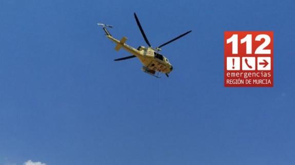 Bomberos evacúan en helicóptero a un ciclista herido tras sufrir una caída en Cañada Hermosa