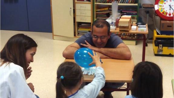 Antonio Guirao en uno de los talleres