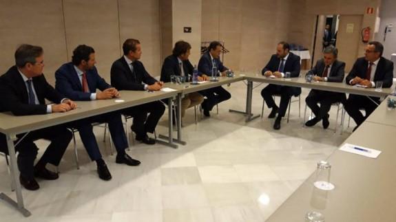 Reunión del Ministro de Fomento con la CROEM. ORM