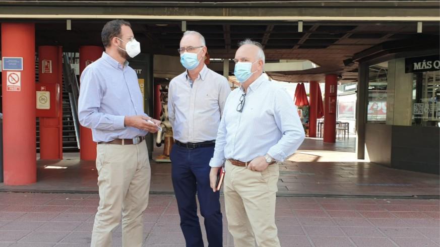 Los concejales Guillén, Navarro y Martínez Oliva, del PP, reclaman más seguridad en el ZigZag. ORM