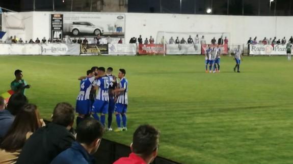 Los jugadores del Aguilas celebrando un gol (foto: Jaime Zaragoza)