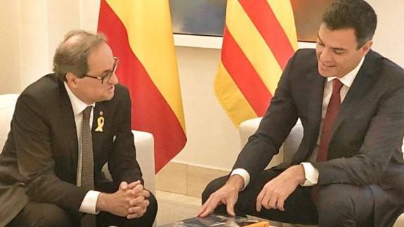 Pedro Sánchez en la reunión con Quim Torra. PEDRO SÁNCHEZ