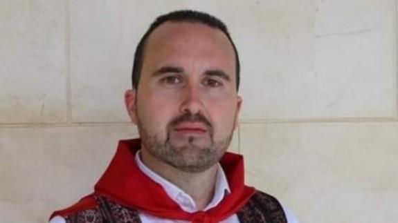 El concejal de festejos con la indumentaria tradicional de Yecla. CEDIDA