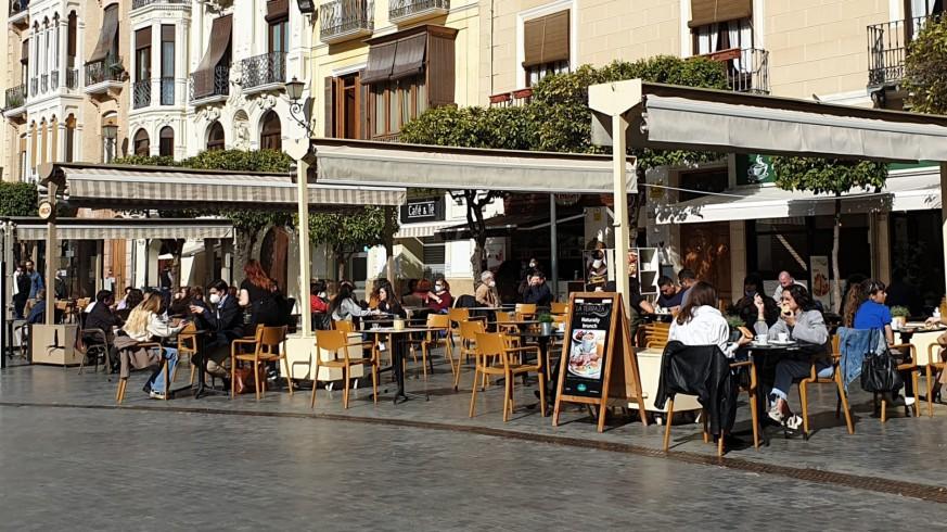 Terrazas abiertas en el centro de Murcia