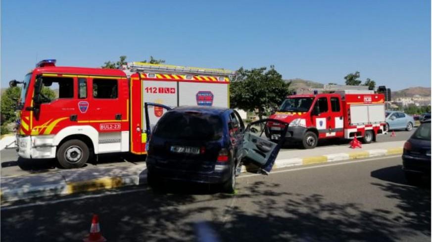 Servicios de emergencia rescatan y trasladan al hospital a un herido en un accidente de tráfico en Lorca