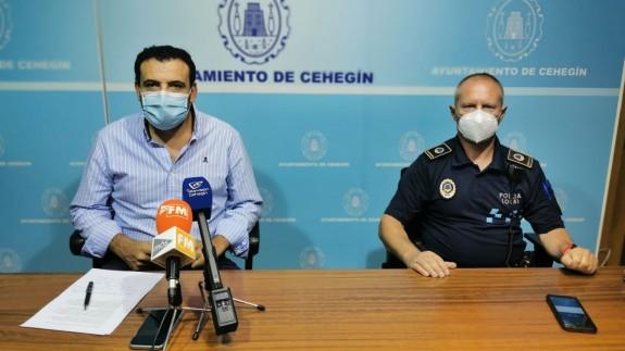 Jerónimo Moya, concejal de Seguridad Ciudadana y el Jefe de la Policia Local, Manuel Fernández