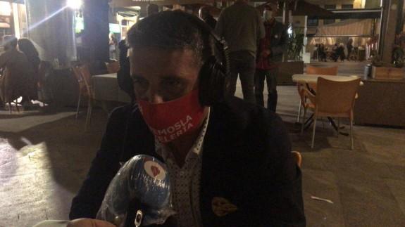 Jesús Jiménez, presidente de Hostemur, atiende a los micrófonos de Onda Regional
