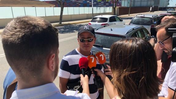 El sobrino de la víctima atiende a los medios en Torre Pacheco