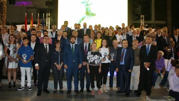 Autoridades y deportistas asistentes a la Gala (foto: CARM)