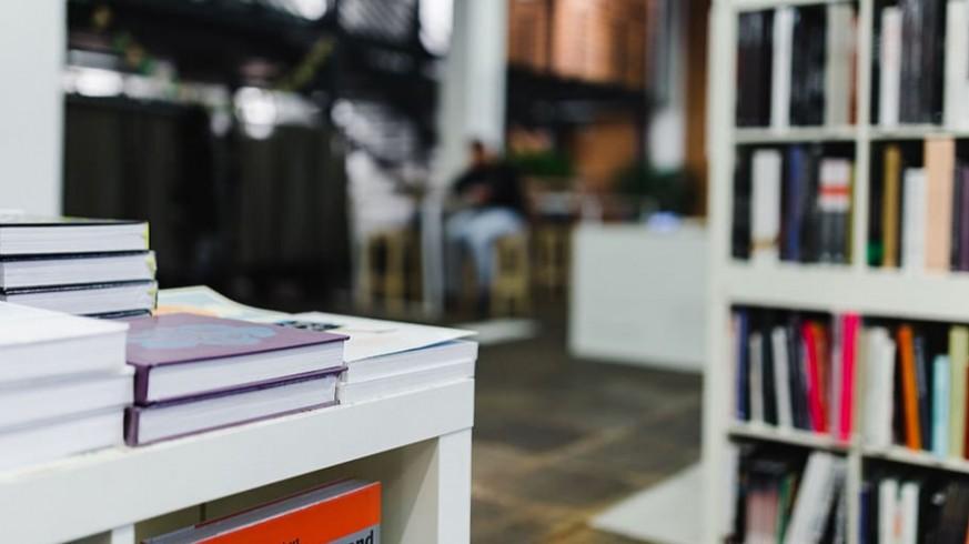 PLAZA PÚBLICA. Las librerías de Murcia empiezan a recibir las primeras reservas de libros de texto
