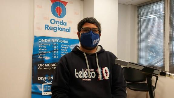 Joaquín Cruces en los estudios de Onda Regional en Cartagena