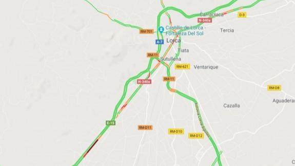 El vuelco de un camión cargado de lechugas obliga a cortar la A-7 sentido Murcia a la altura de Lorca
