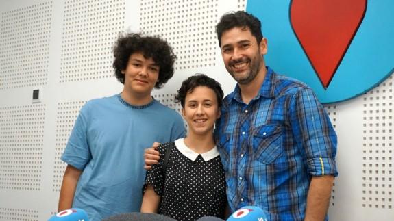 Fernando Carmona junto con Pablo Escudero y Lara Pérez