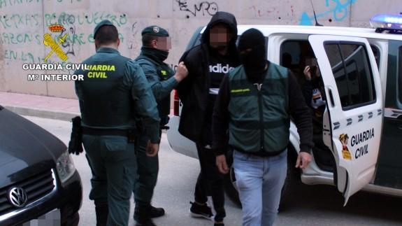 Detienen en Archena a cinco personas por tenencia ilícita de armas y tráfico de drogas