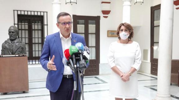 Conesa y Díaz en la firma del manifiesto en defensa del Mediterráneo. PSOE-A