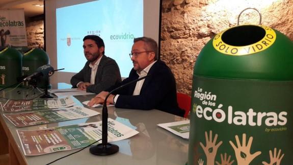 Antonio Luengo, director general de Medio Ambiente, y Roberto Fuentes, de Ecovidrio. ORM