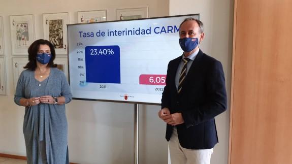 El consejero Javier Celdrán y la directora general de Función Pública, Carmen María Zamora. ORM