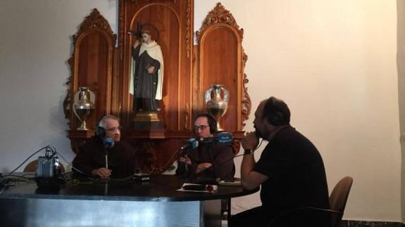 Miguel Márquez y el Padre Pascual Gil con Enrique Soler
