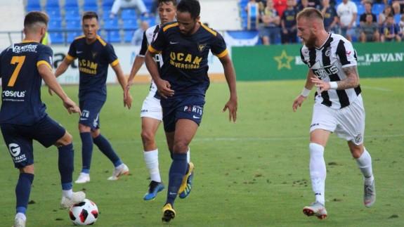 El UCAM Murcia cae en su estreno liguero 0-1 con el Linense