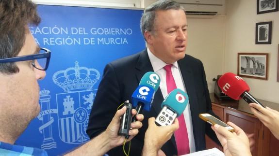 Bernabé, atendiendo a los medios de comunicación en Cartagena