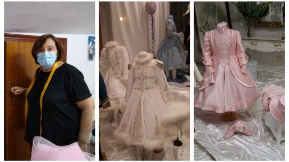Manuela Puche junto a algunas de sus creaciones de años anteriores