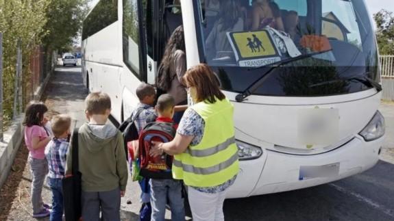 Niños en autobús escolar. Foto: FROET