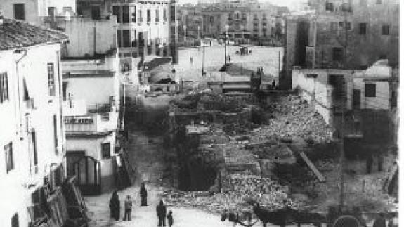 VIVA LA RADIO: Murcia en la memoria. Baños públicos que el progreso y la desidia destruyó.