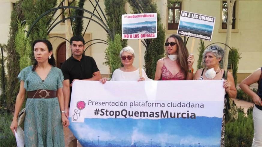Plataforma #StopQuemasMurcia frente al Palacio de San Esteban