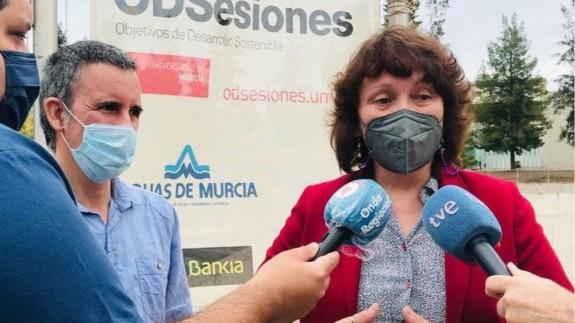 Antonio Urbina y María Marín en un contacto con los medios